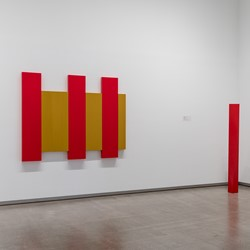Modern Currents, installation view, TarraWarra Museum of Art, 2018 (L to R) Trevor Vickers, Untitled, 1970; Robert Jacks Edge Red 1970-2003; Sydney Ball Shiraz Nama 1967. Photo: Andrew Curtis